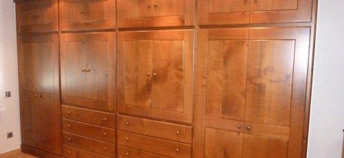 Armari vestidor en fusta de cirerer