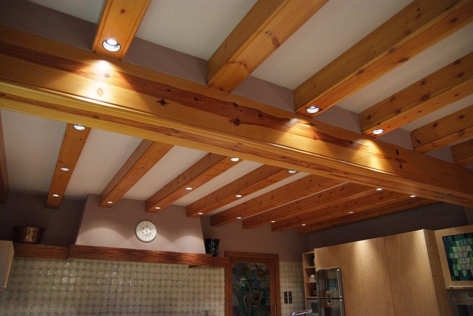 Caixes de viga. Fabricades  en fusta de pi massís.