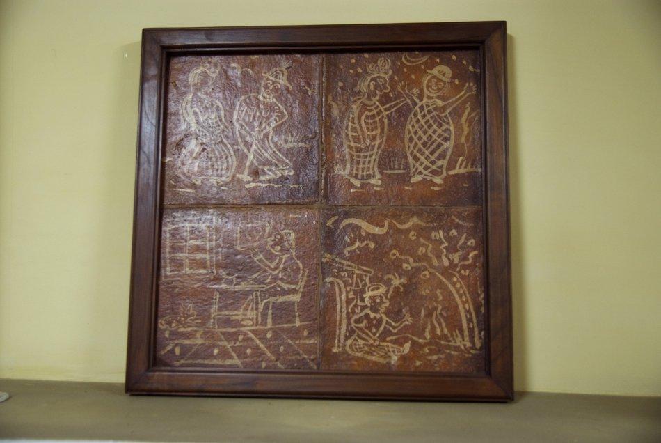 Cuadre de rajoles antigues pintades a mà. Marc de fusta massissa. Acabada a la cera.