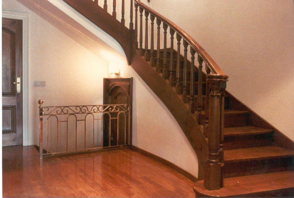 Escales i baranes ebenista el corc mobles a mida - Modelos de escaleras de madera ...