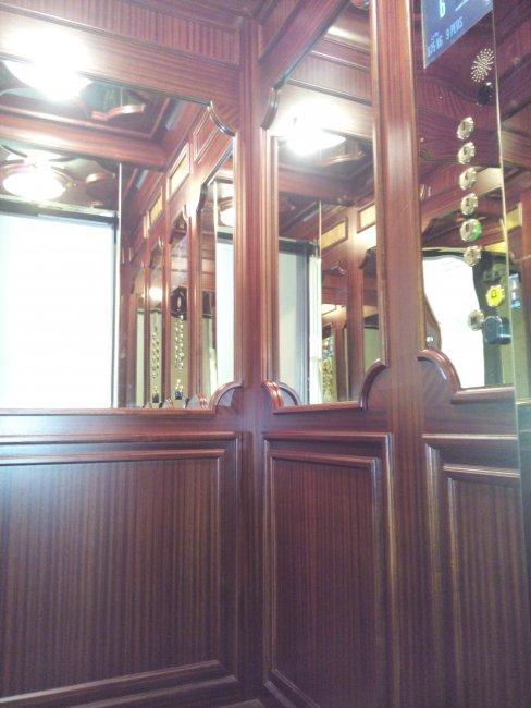 Renovació revestiment interior ascensor Hotel Palace (Barcelona)