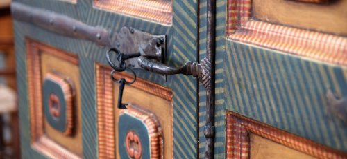 Reproducción de armario antiguo
