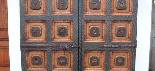 Reproducción de armario antiguo policromado
