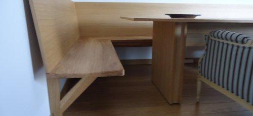 Banco comedor sin patas de delante. Fabricado en madera de roble macizo.
