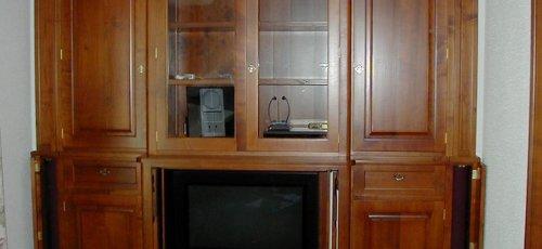Mueble televisión .Fabricado en madera maciza de cerezo.