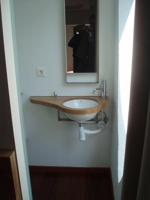Encimera de fusta per a petit lavabo