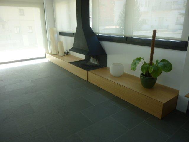 Mueble comedor con cajones. Fabricado en roble natural