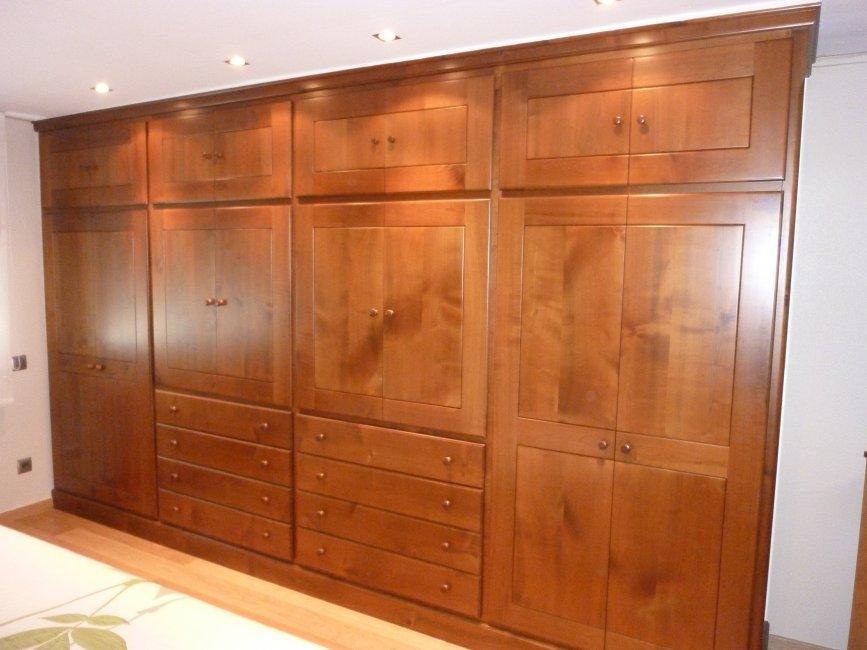 Armario vestidor en madera de cerezo